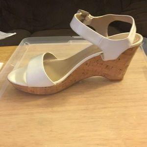 Ellen Tracy White sandal wedge